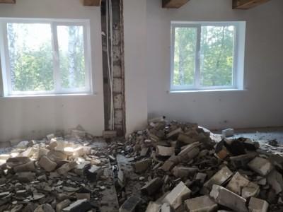 Демонтаж кирпичной перегородки дачного дома